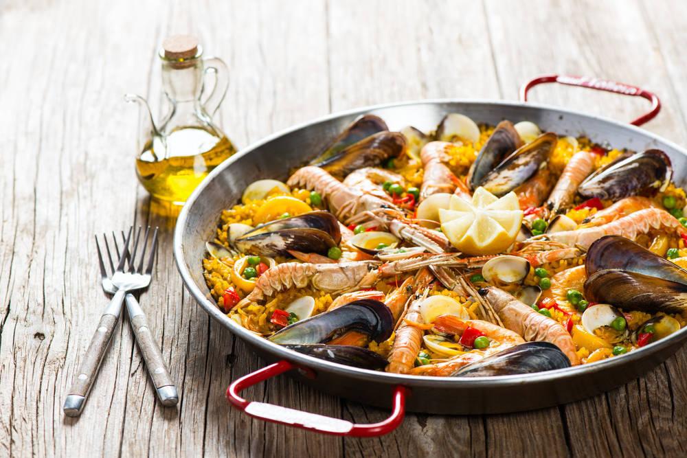 Comer paella, el mejor modo de estrechar lazos con nuestros socios