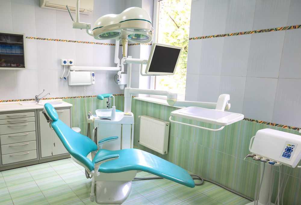 Mobiliario en una clínica dental forma parte del servicio