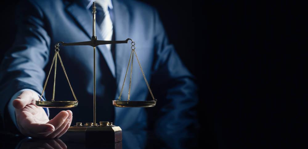 Diferencias entre un procurador y un abogado en una empresa